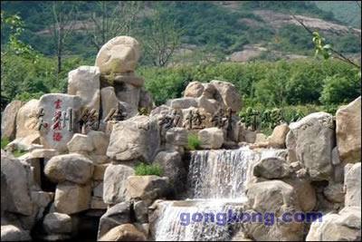 水是龙池风景区的精华所在.