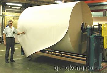 纸板制造的机械设备比计划提前一天重新开工,Heikki